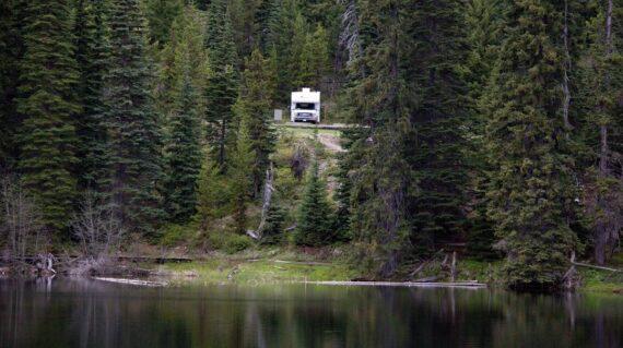 Motorhome parked in Manning Provincial Park